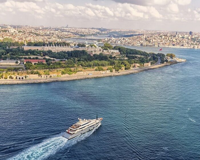 istanbul-princes-island-tour-with-yacht