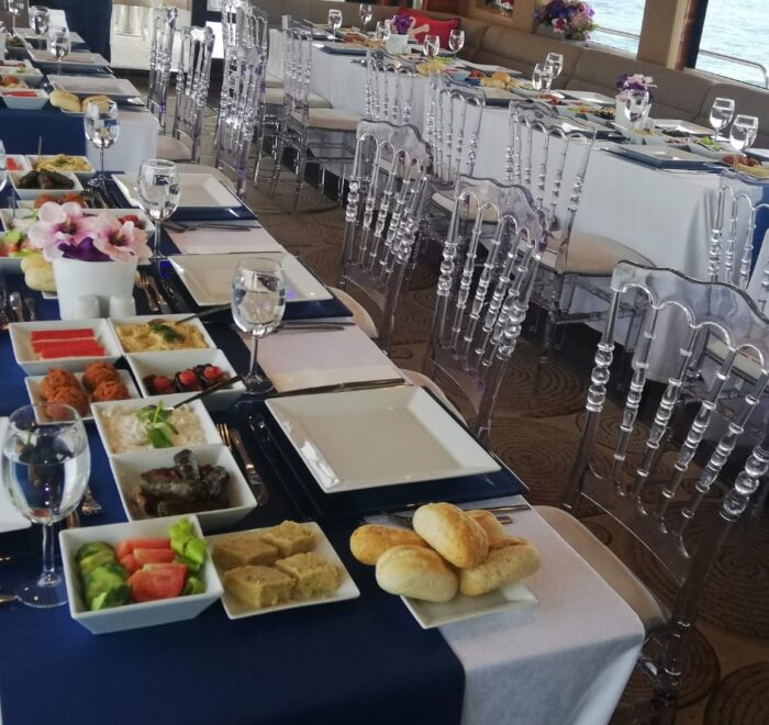 luxury istanbul yacht dinner